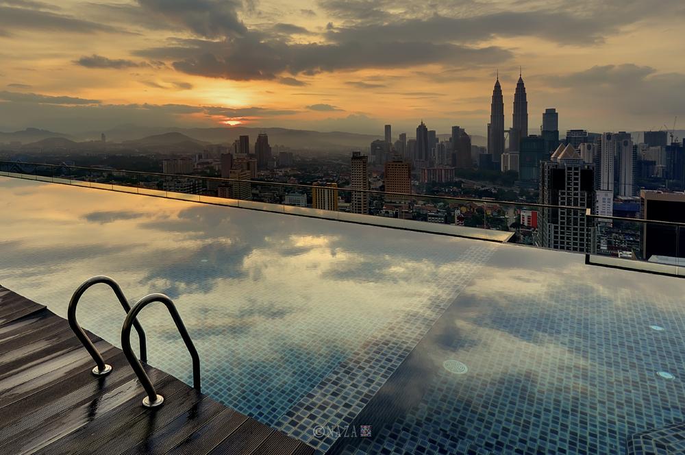 Bể bơi trên tầng thượng - Ảnh: Naza.carraro