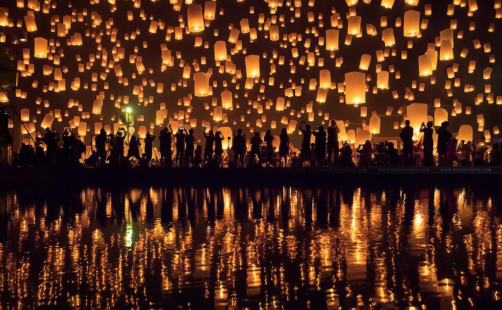 Thả đèn hoa đăng ở Chiang Mai - Beboy photo