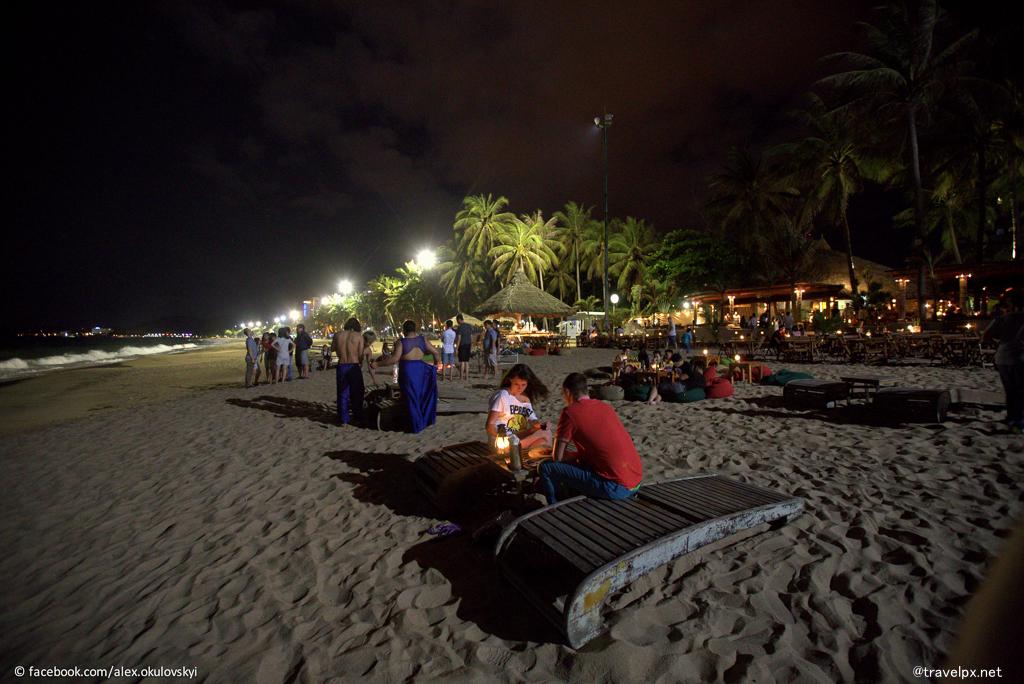 Đêm bãi biển nha trang