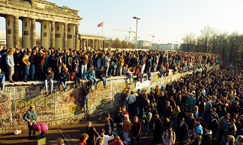 Du lich Berlin - Bức tường sụp đổ năm 1989