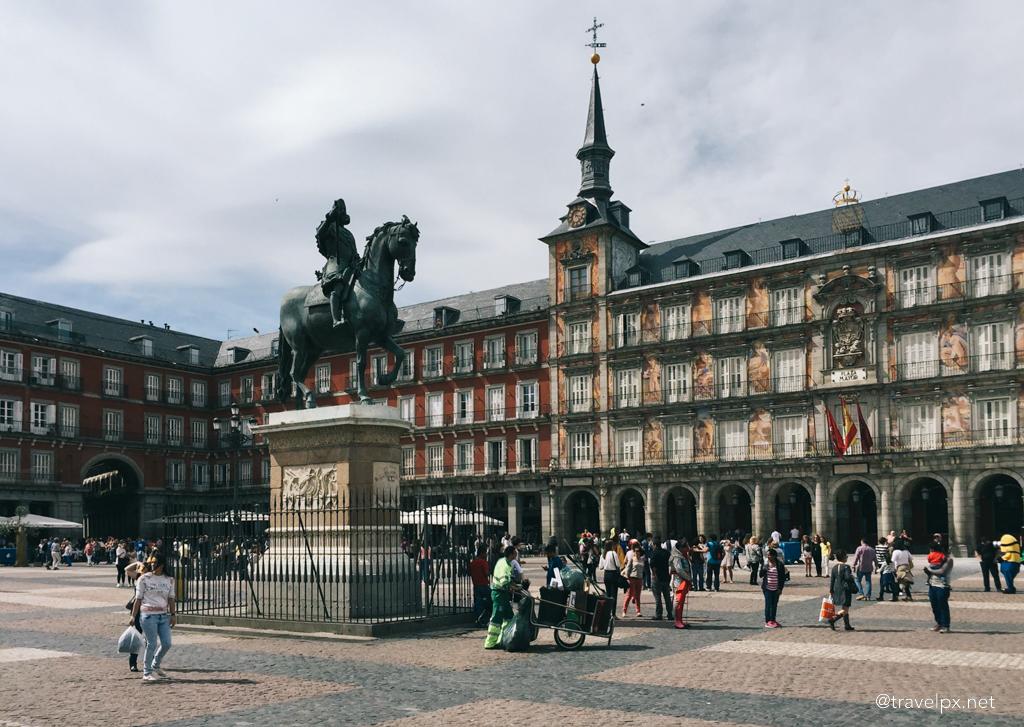 Tượng vua Felipe III ở quảng trường Mayor