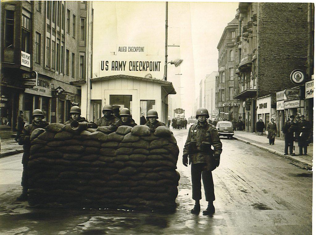 Charlie Checkpoint năm 1961 - Du lich Berlin